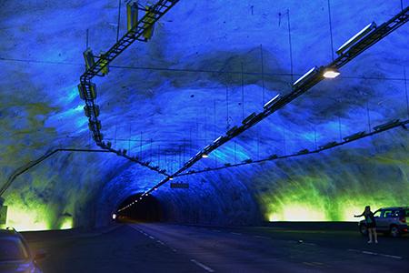 Tunnel blau sRGB